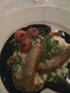 Salsice mit mediterranem Kartoffelsalat