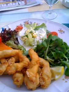 Zanderfischchnusperli mit Salat und Melone