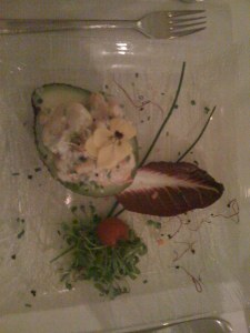 Avocado mit Crevetten und Kräuterquark