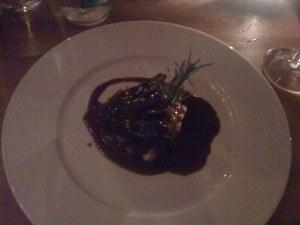 In Rotwein geschmortes Rindsbäggli mit Kartoffelstock