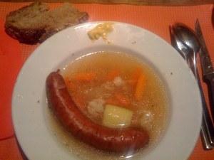 Suppentopf im Teller