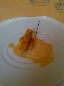 La langoustine frottée au sumac et rôtie à l'orientale, toast sablé aux amandes et au lard sec pulpe de cédrat et de bergamote