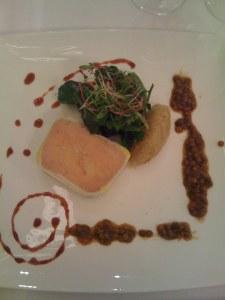 Enteleberterrine mit Zwiebelkonfitüre, Vinaigrette von karamellisierten grünen Linsen mit Enten-Jus