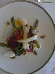 Salad with asparagus and quail egg