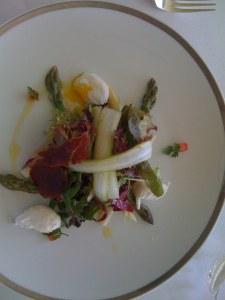 Salad with asparagus and quail egg
