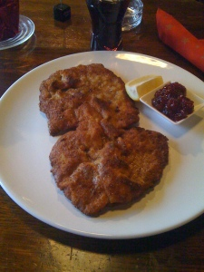 Wienerschnitzel mit Preiselbeeren
